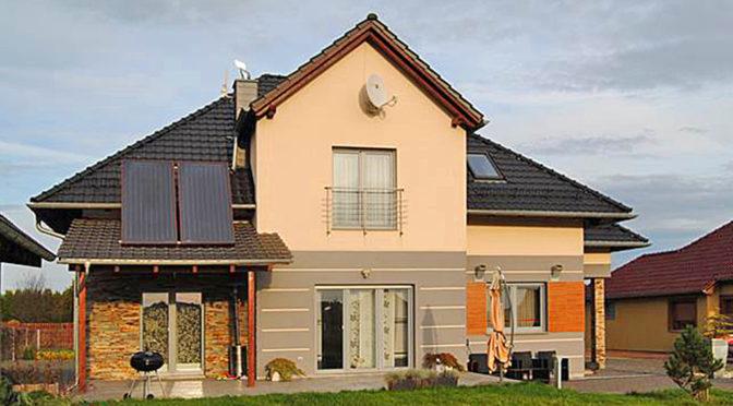 widok od strony ogrodu na luksusową rezydencję na sprzedaż Zgorzelec