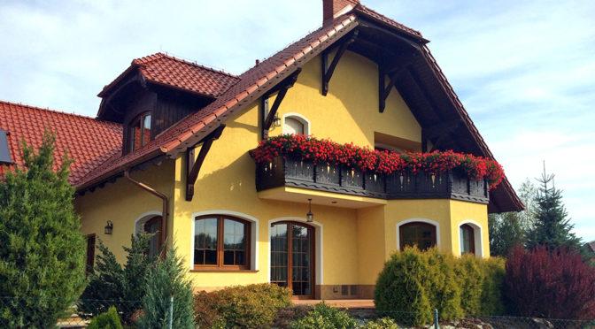 widok od strony tarasu i balkonu na luksusową rezydencję do sprzedaży Polanica-Zdrój