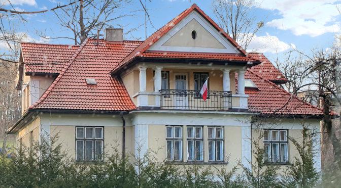 widok od strony ogrodu na ekskluzywną rezydencję na sprzedaż Bielsko-Biała