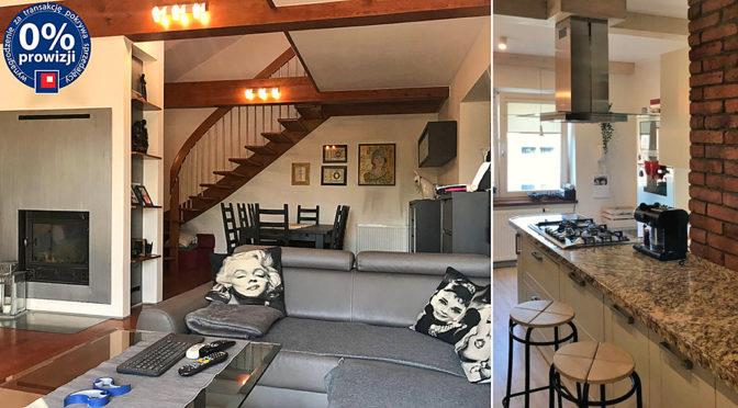 po lewej salon z kominkiem, po prawej nowoczesna kuchnia w luksusowym rezydencji na sprzedaż Konin