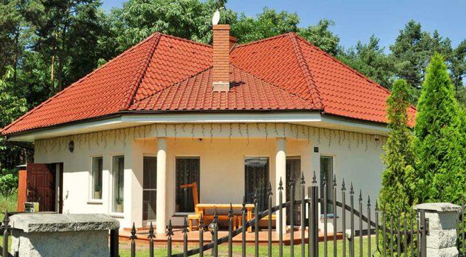widok od strony tarasu na luksusową rezydencję na sprzedaż Leszno (okolice)