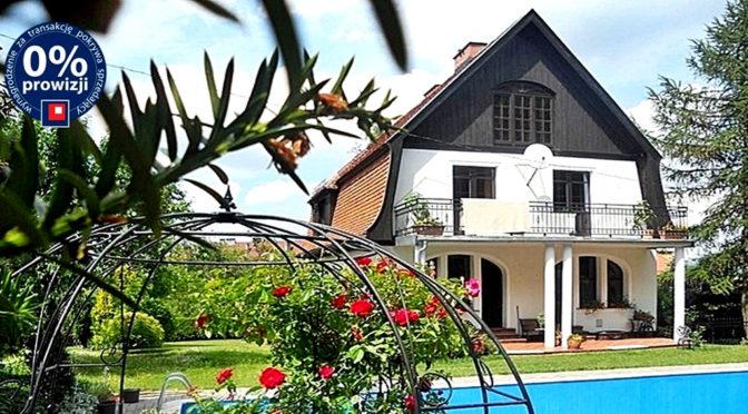 widok od strony basenu na luksusową rezydencję do sprzedaży Jelenia Góra