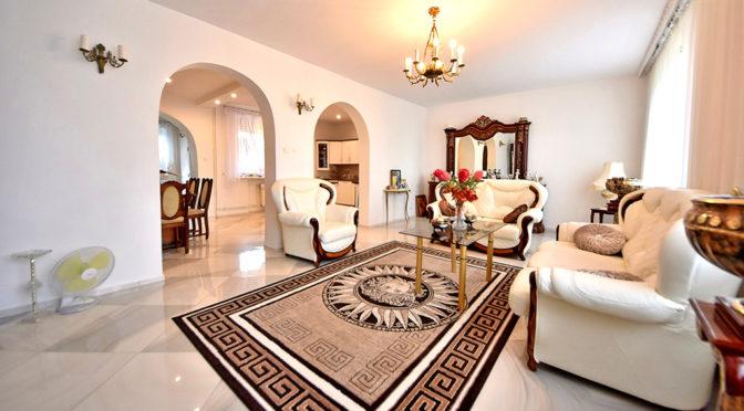 eleganckie wnętrze salonu w luksusowej rezydencji do sprzedaży Inowrocław