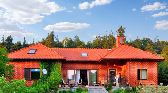 widok od strony tarasu na luksusową rezydencję do sprzedaży Jelenia Góra (okolice)