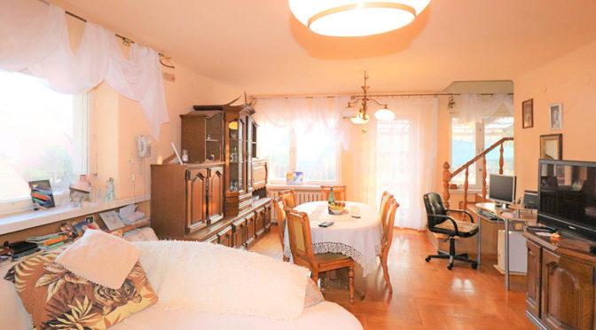 przestronne wnętrze salonu w ekskluzywnej rezydencji na sprzedaż Bielsko-Biała (okolice)