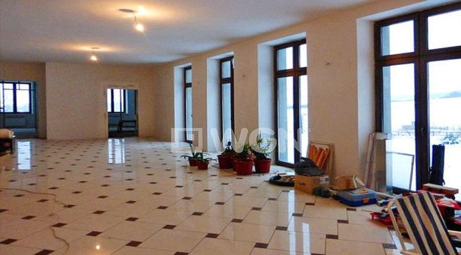 prestiżowy hol w ekskluzywnej rezydencji na sprzedaż Kielce (okolice)