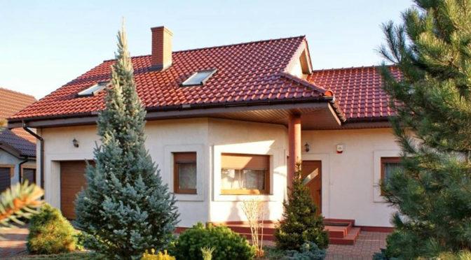 widok od strony ogrodu na ekskluzywną rezydencję do sprzedaży Konin (okolice)
