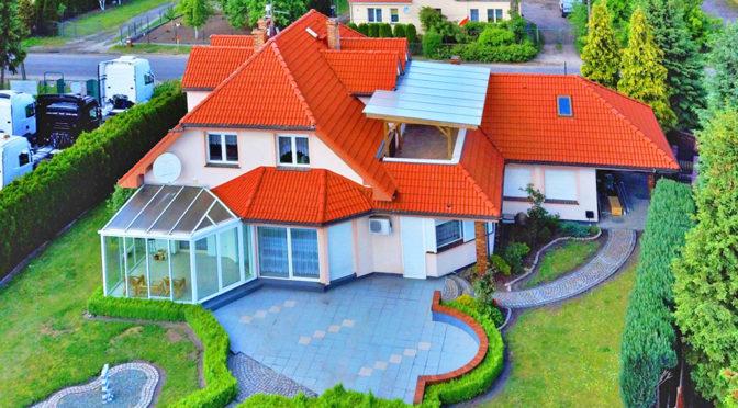 zdjęcie wykonane z lotu ptaka prezentujące luksusową rezydencję na sprzedaż Gorzów Wielkopolski