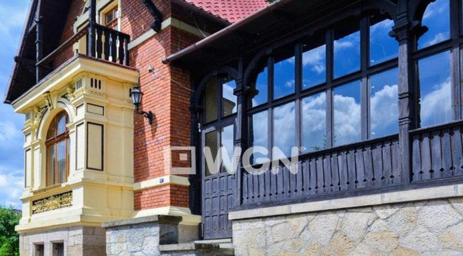 reprezentacyjne wejście do ekskluzywnej rezydencji na sprzedaż Kłodzko (okolice)