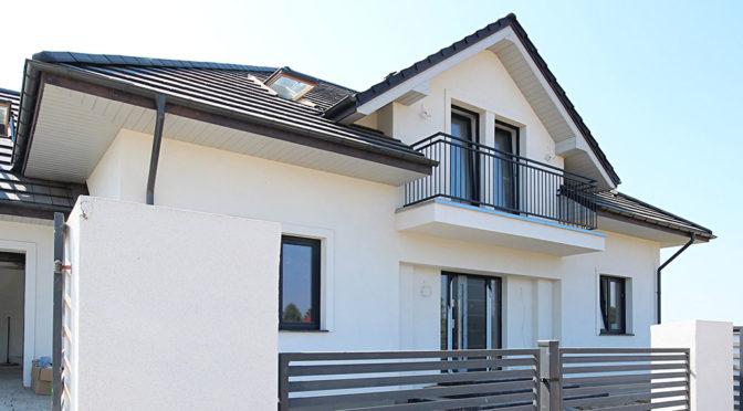 widok od frontu na ekskluzywną rezydencję na sprzedaż Szczecin (okolice)