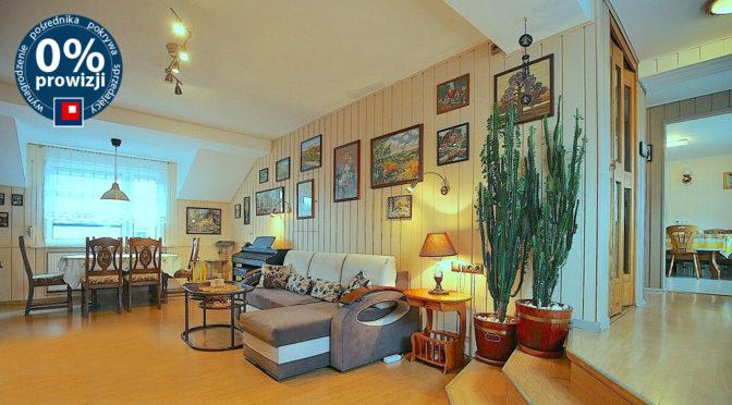 kameralne wnętrze salonu w ekskluzywnej rezydencji do sprzedaży Szczecin (okolice)