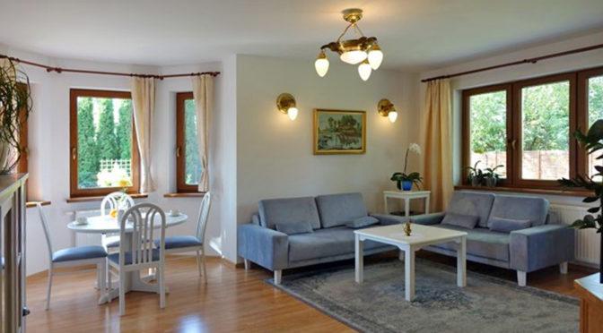 stylowo wykończony salon w luksusowej rezydencji na sprzedaż Toruń (okolice)