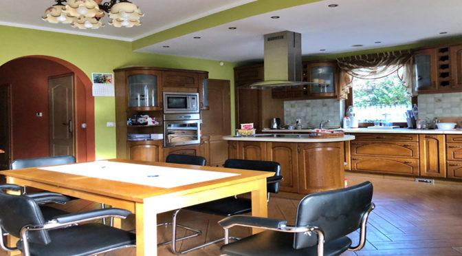 kuchnia w komfortowej zabudowie w luksusowej rezydencji na sprzedaż Gorzów Wielkopolski
