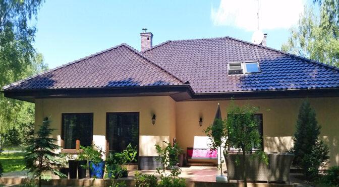 widok od strony tarasu na luksusową rezydencję do sprzedaży Łódź