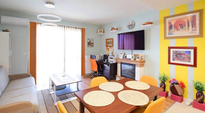 dominująca kolorystka salonu w luksusowym apartamencie do sprzedaży Suwałki
