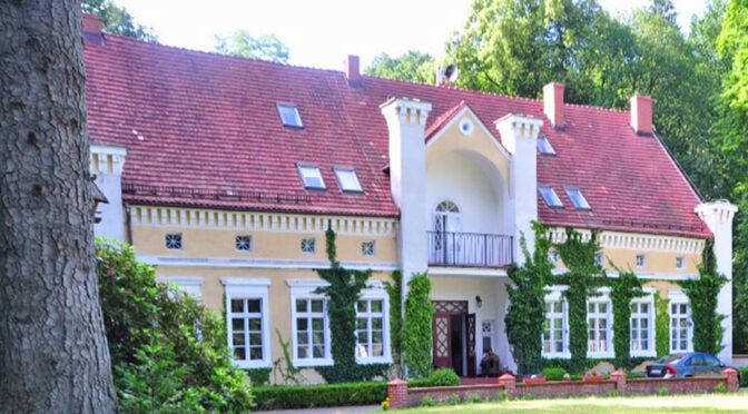 malownicza bryła luksusowego dworu na sprzedaż Koszalin