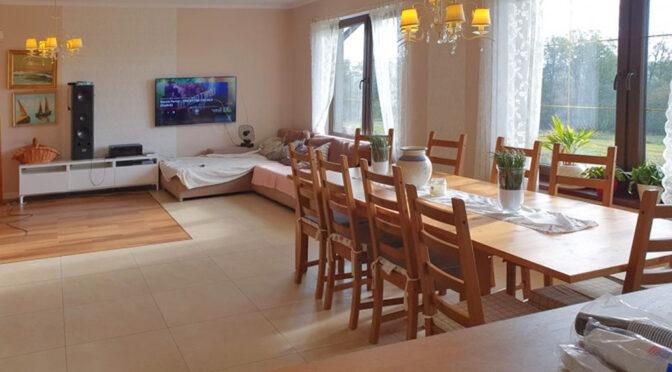gustownie urządzony salon w ekskluzywnej rezydencji na sprzedaż Legnica (okolice)