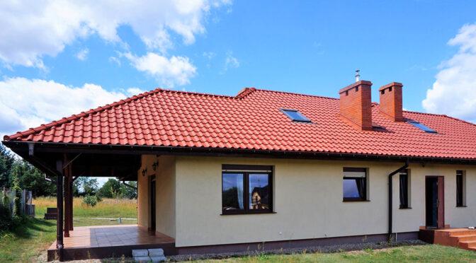 widok od strony tarasu na luksusową rezydencję na sprzedaż Wrocław (okolice)