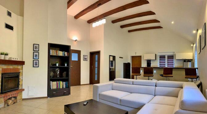 komfortowy salon w luksusowej rezydencji do sprzedaży Konin (okolice)