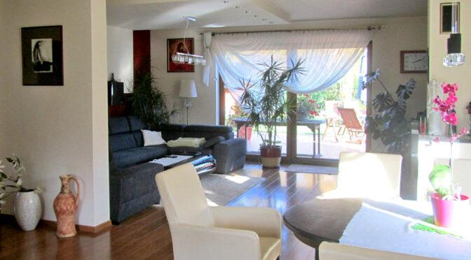 elegancki pokój dzienny w luksusowej rezydencji do sprzedaży Legnica (okolice)