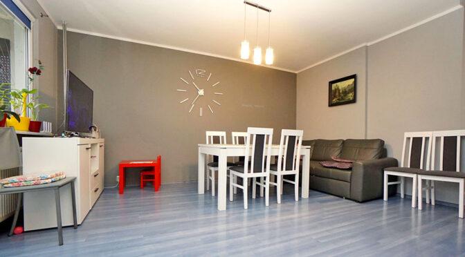 widok na salon i jadalnię w ekskluzywnym apartamencie na sprzedaż Konin