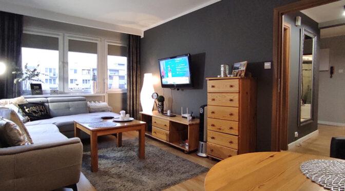 nowoczesny wystrój salonu w ekskluzywnym apartamencie do sprzedaży Kalisz