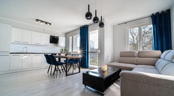 eleganckie wnętrze pokoju dziennego w luksusowym apartamencie do wynajmu Bolesławiec