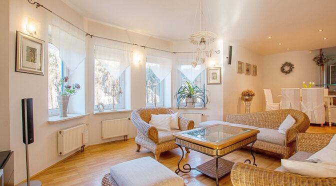 zaprojektowane w kameralnym stylu wnętrze luksusowej rezydencji na sprzedaż Poznań