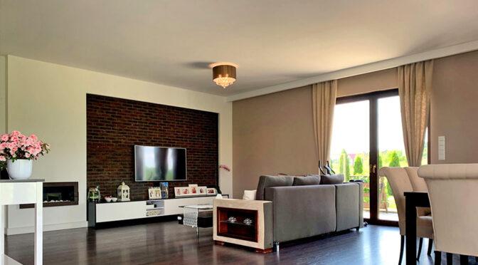 nowoczesny pokój dzienny w ekskluzywnej rezydencji do sprzedaży Konin (okolice)