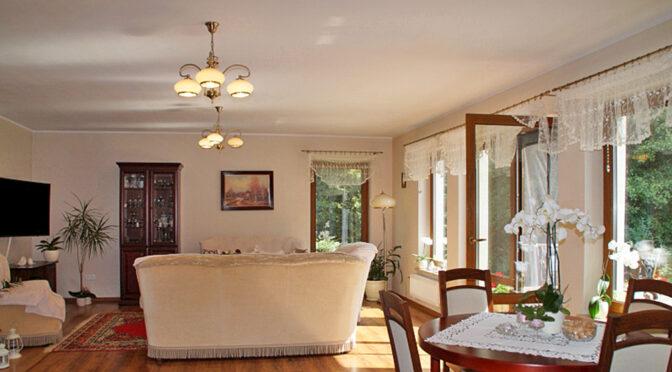 stylowy pokój gościnny w luksusowej rezydencji do sprzedaży Słupsk (okolice)