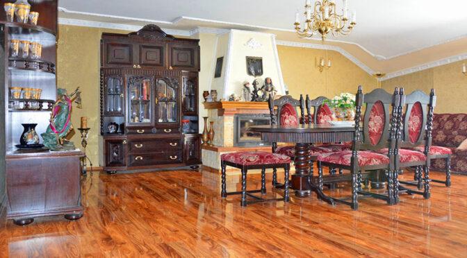 wytworny salon z jadalnią w ekskluzywnej rezydencji do sprzedaży Szprotawa