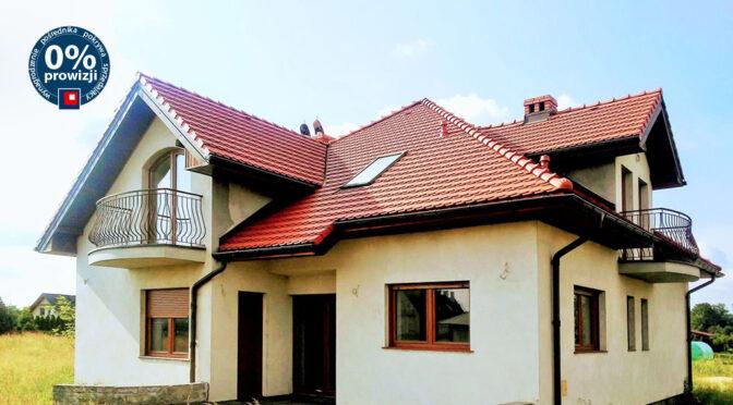 widok od frontu na ekskluzywną rezydencję do sprzedaż Wrocław (okolice)