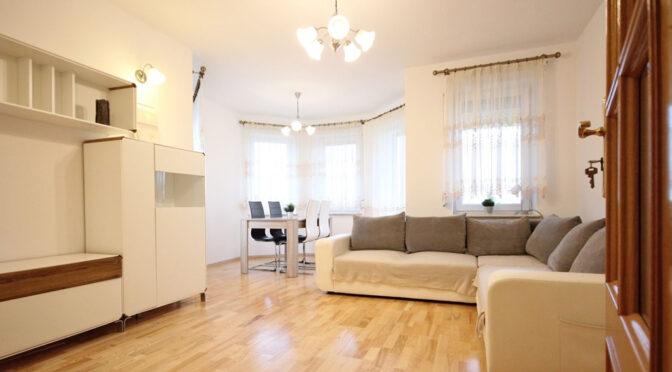 stylowy pokój dzienny w ekskluzywnym apartamencie do wynajęcia Szczecin (okolice)