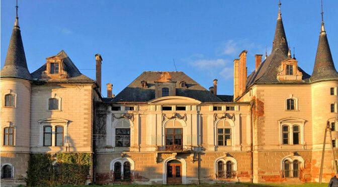 imponująca rozmachem bryła ekskluzywnego pałacu do sprzedaży Dolny Śląsk