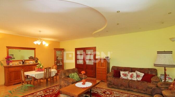 wytworny pokój dzienny w luksusowej rezydencji na sprzedaż Łódź (okolice)