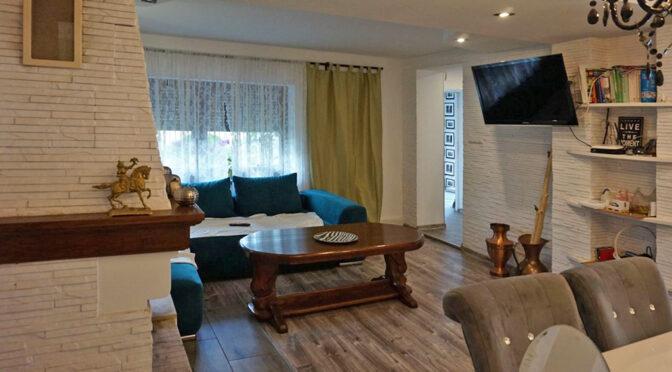 zbliżenie na kominek w ekskluzywnym salonie luksusowej rezydencji do sprzedaży Leszno
