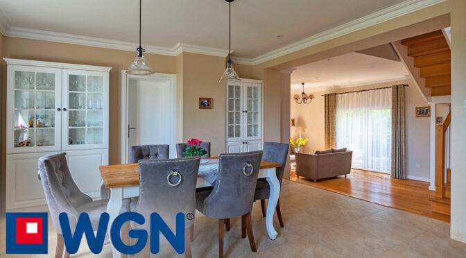 eleganckie i wytworne wnętrze luksusowej rezydencji na sprzedaż Mazury