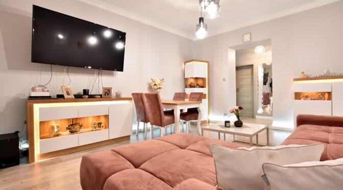 komfortowy pokój dzienny w ekskluzywnym apartamencie na sprzedaż Inowrocław