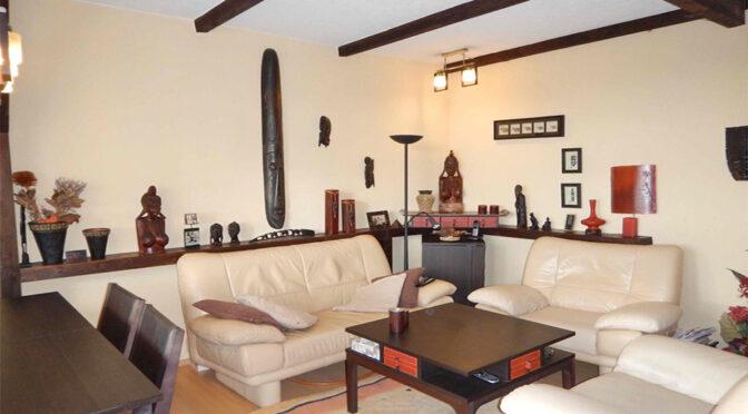 wytworny pokój gościnny w luksusowym apartamencie na sprzedaż Szczecin