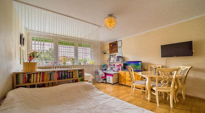 komfortowe wnętrze pokoju dziennego w luksusowym apartamencie do sprzedaży Bolesławiec