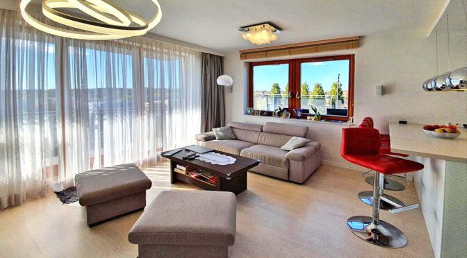 imponujące rozmachem i bogactwem wnętrze luksusowego apartamentu do sprzedaży Szczecin