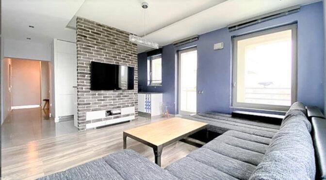 przestronny pokój gościnny w ekskluzywnym apartamencie do sprzedaży Szczecin