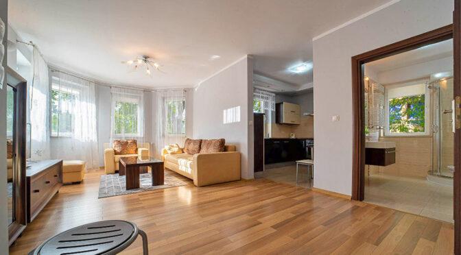 słoneczne wnętrze ekskluzywnego apartamentu do wynajmu Bolesławiec