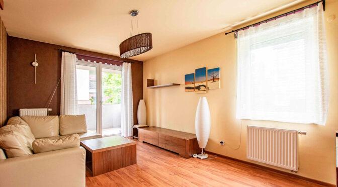 słoneczny salon w ekskluzywnym apartamencie do wynajęcia Poznań