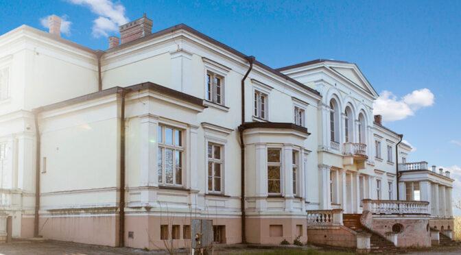 imponująca bryła ekskluzywnego pałacu na sprzedaż Wielkopolska