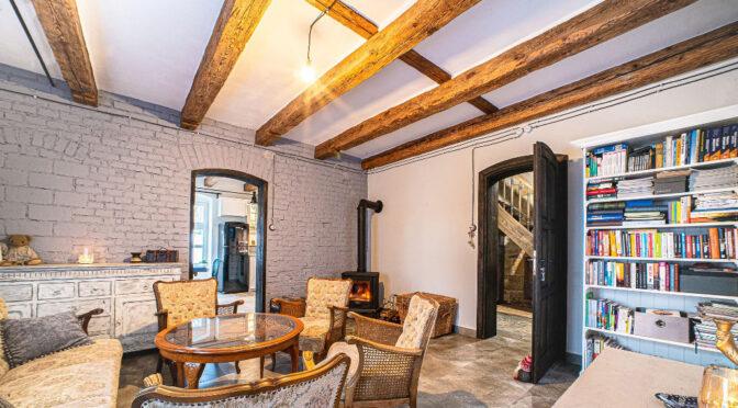 kameralny pokój gościnny w ekskluzywnej rezydencji na sprzedaż Bolesławiec