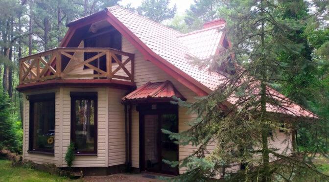 zielona, cicha i spokojna lokalizacja, gdzie znajduje się oferowana na sprzedaż luksusowej rezydencja Łódź (okolice)