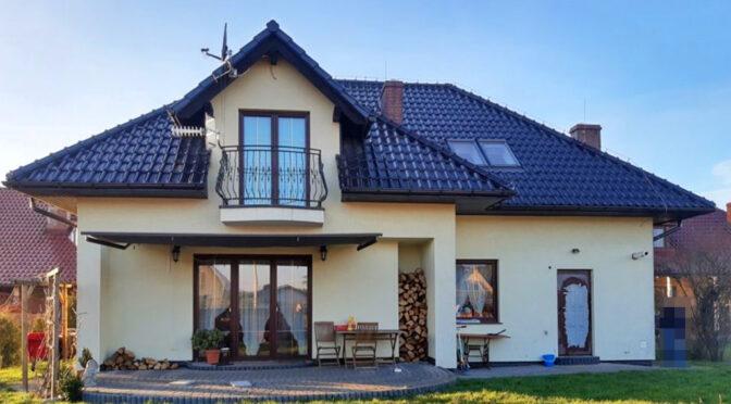 widok od strony tarasu na ekskluzywną rezydencję do sprzedaży Legnica (okolice)