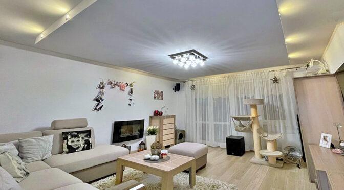 zaaranżowane w nowoczesnym stylu wnętrze pokoju dziennego w luksusowym apartamencie na sprzedaż Gorzów Wielkopolski