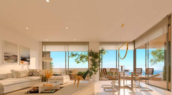 widok z salonu na taras przy luksusowym apartamencie do sprzedaży Hiszpanii (Costa Blanca, Playa Poniente)